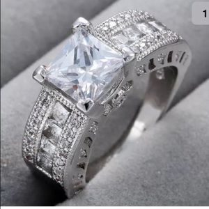 Jewelry - Gorgeous white sapphire on silver ring